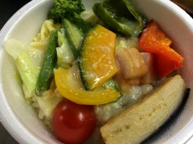 米沢「スープカレー らあじゃ」のヘルシー野菜丼
