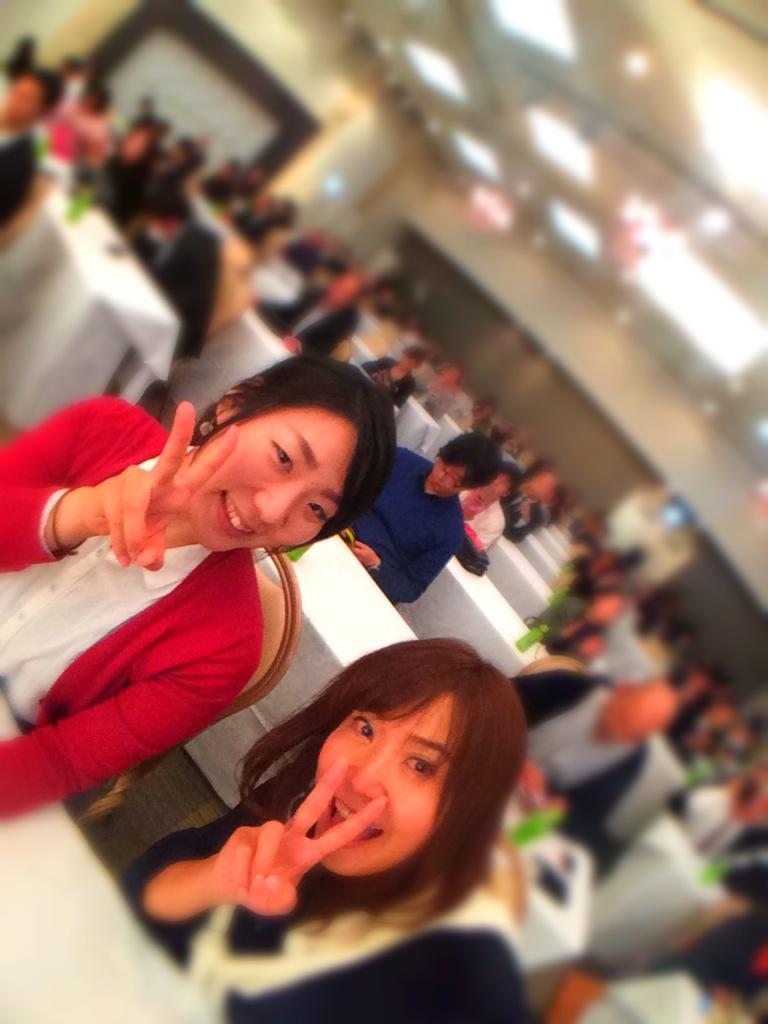 新潟のお友達暁子ちゃんと舞い上がっている図