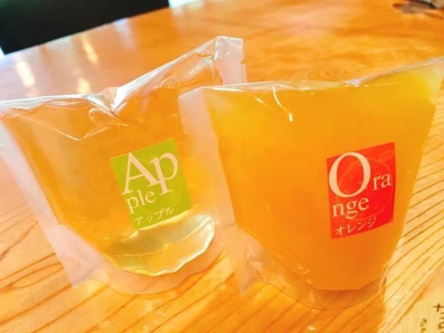 りんごとオレンジのゼリーは冷たくしてお茶碗に入れて食べるも良し♪