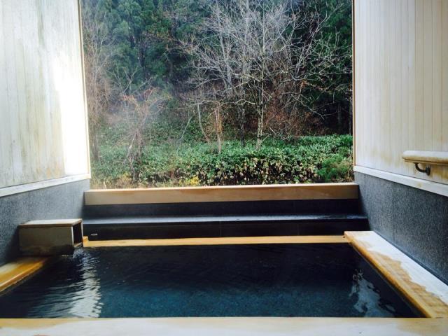 今朝の貸切露天風呂の様子。雪見風呂はこれから☆