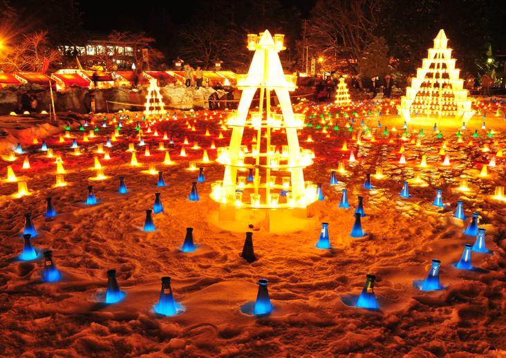 キャンドルゾーンでは 雪灯篭とは違う楽しさもあります