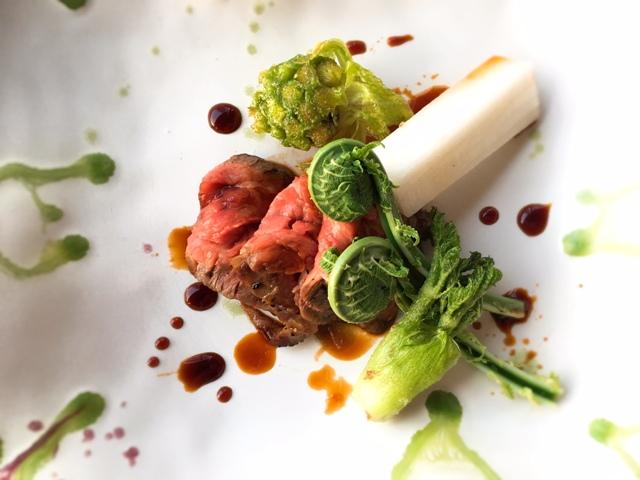 カイノミと山菜の サブメイン料理