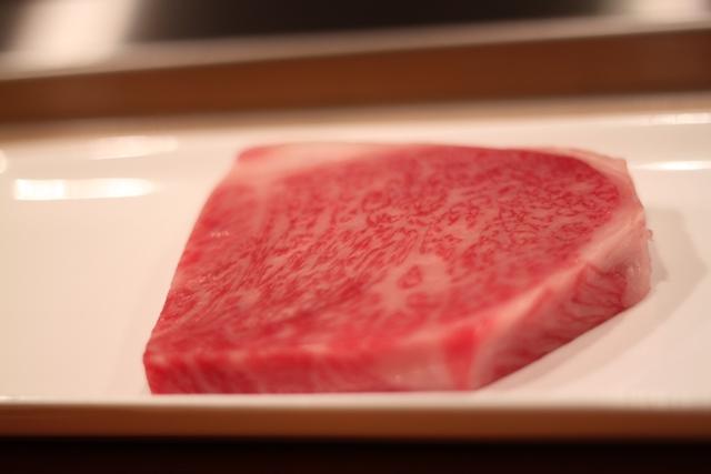第56回米沢牛枝肉共進会 チャンピオン受賞のサーロインが入荷しました!