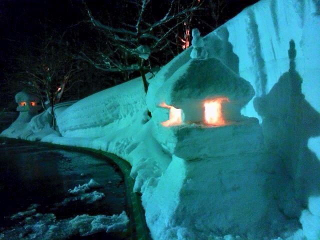 いつの間にかできていたお客様が作った雪灯篭