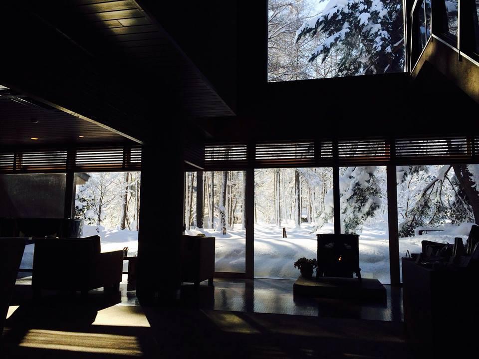 今朝のラウンジからの雪景色♪