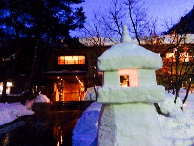 すみれの雪灯篭とオラフ。 時の宿と肉の宿のすみれ。