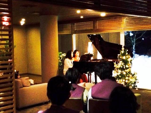 12月20日冬のクリスマスコンサート時の宿すみれラウンジにて