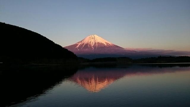 田貫湖からの富士山。夕焼けが美しいね。逆さ富士、鏡に映したように