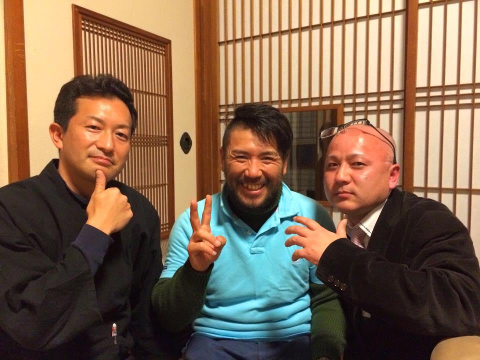 中央 冬限定米沢十割そば 千葉さんを囲んで 左 吉亭吉澤さん、右 新高湯アズナ王(笑)