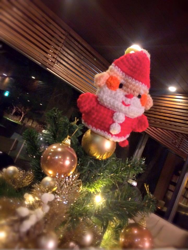 クリスマスツリーの一番上にサンタさんが来てました♪