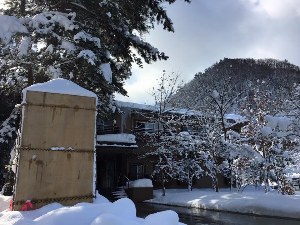 今朝 発見した雪灯篭の型 トーフ!