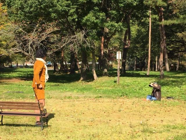 奥ノ谷社長を撮影する カメラマン奥谷さん。