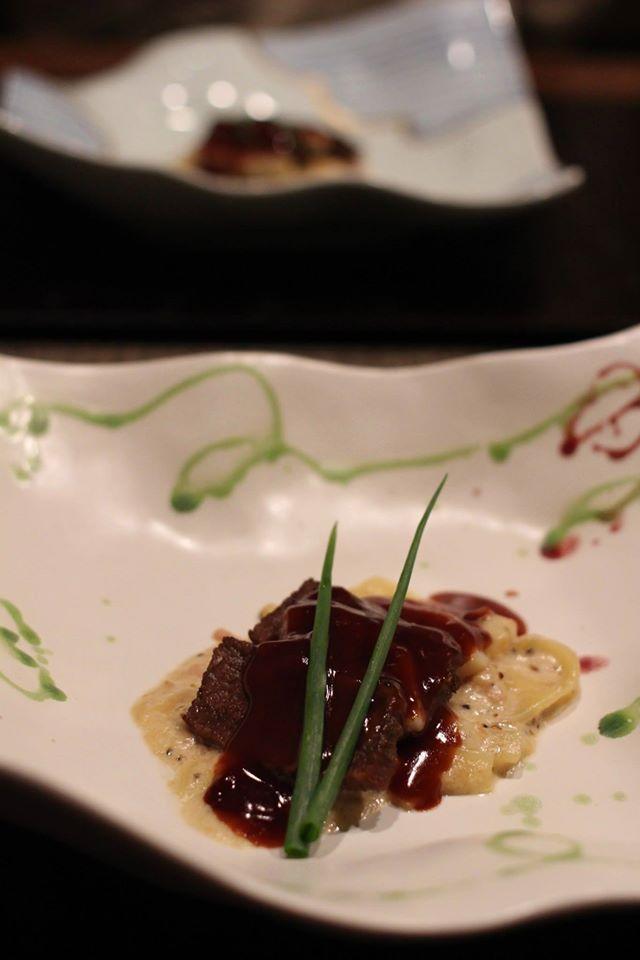 冬の地元野菜遠山かぶと米沢牛のソテーを赤ワインソースで。