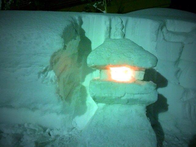 短時間で お作りになったことにも脱帽。すごい!!しかもお屋根には雪玉3つ。すみれのと同じ