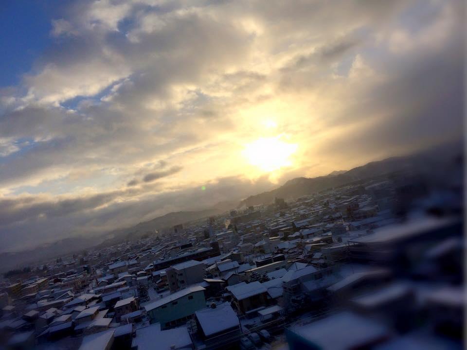 今朝の朝日も きれいでしたよ~ 雪道お気をつけてお越しください!