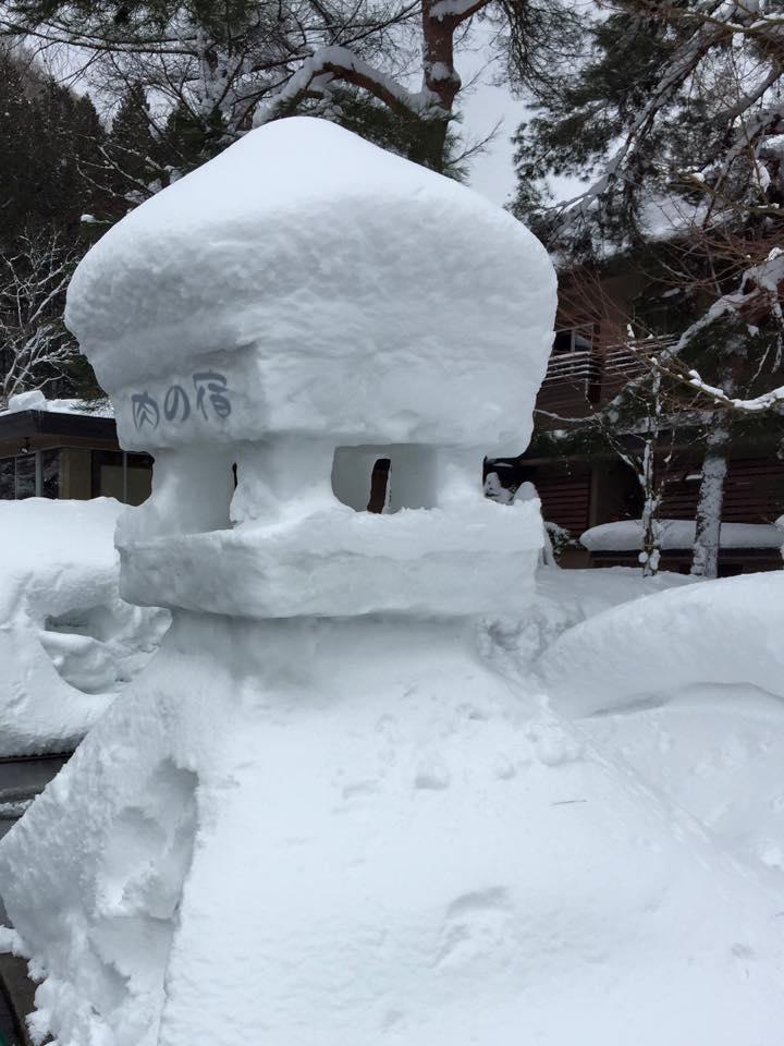 肉の宿になっていた 雪灯篭(笑)